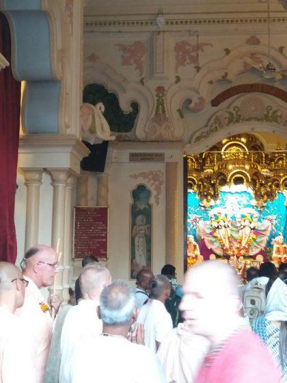 этикет в храме